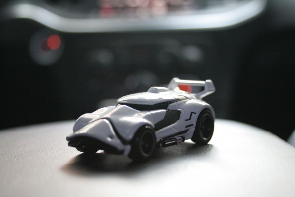 star-wars-hot-wheels-stormtrooper-2-600x400