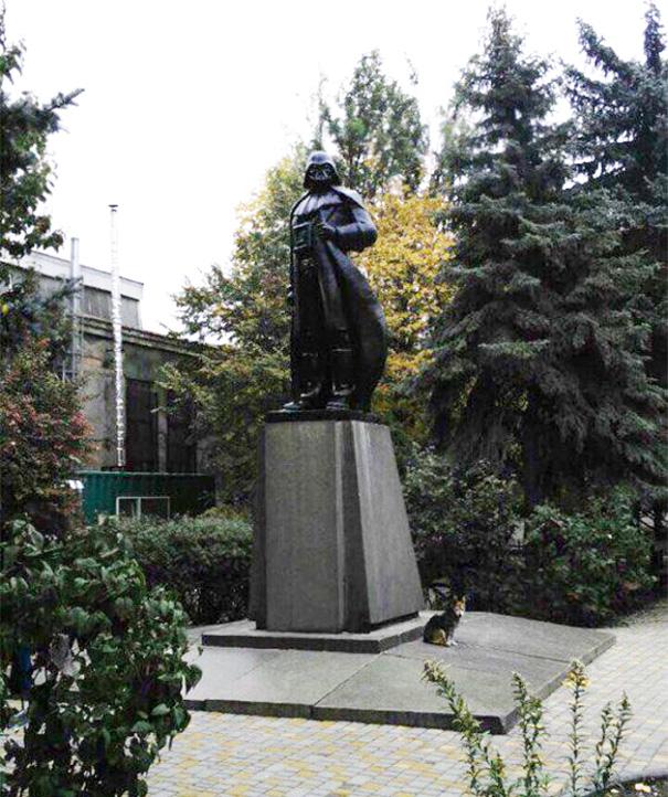 lenin-monument-darth-vader-wifi-odessa-alexander-milov-2