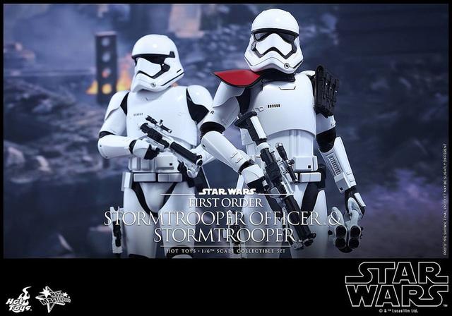 201512_First Order Stormtrooper Officer Set (1)