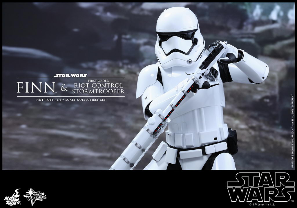 Hot Toys - SWTFA - Finn & First Order Riot Control Stormtrooper Collectible Set_PR13_resize