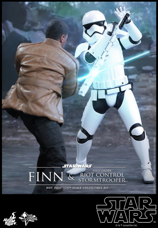 Hot Toys - SWTFA - Finn & First Order Riot Control Stormtrooper Collectible Set_PR8_resize