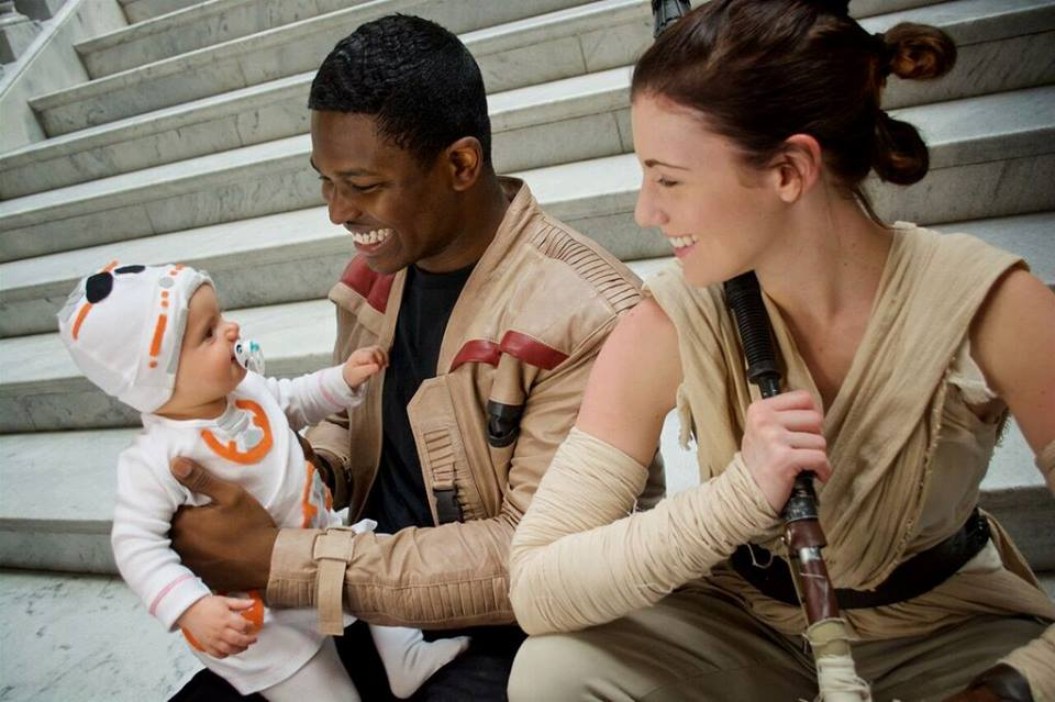 the-force-is-strong-with-this-star-wars-family-cosplay1 (1)