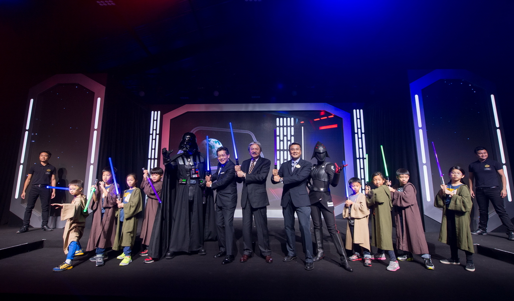 Hong Kong Disneyland_Star Wars Tomorrowland Takeover Ceremony_Group photo 1