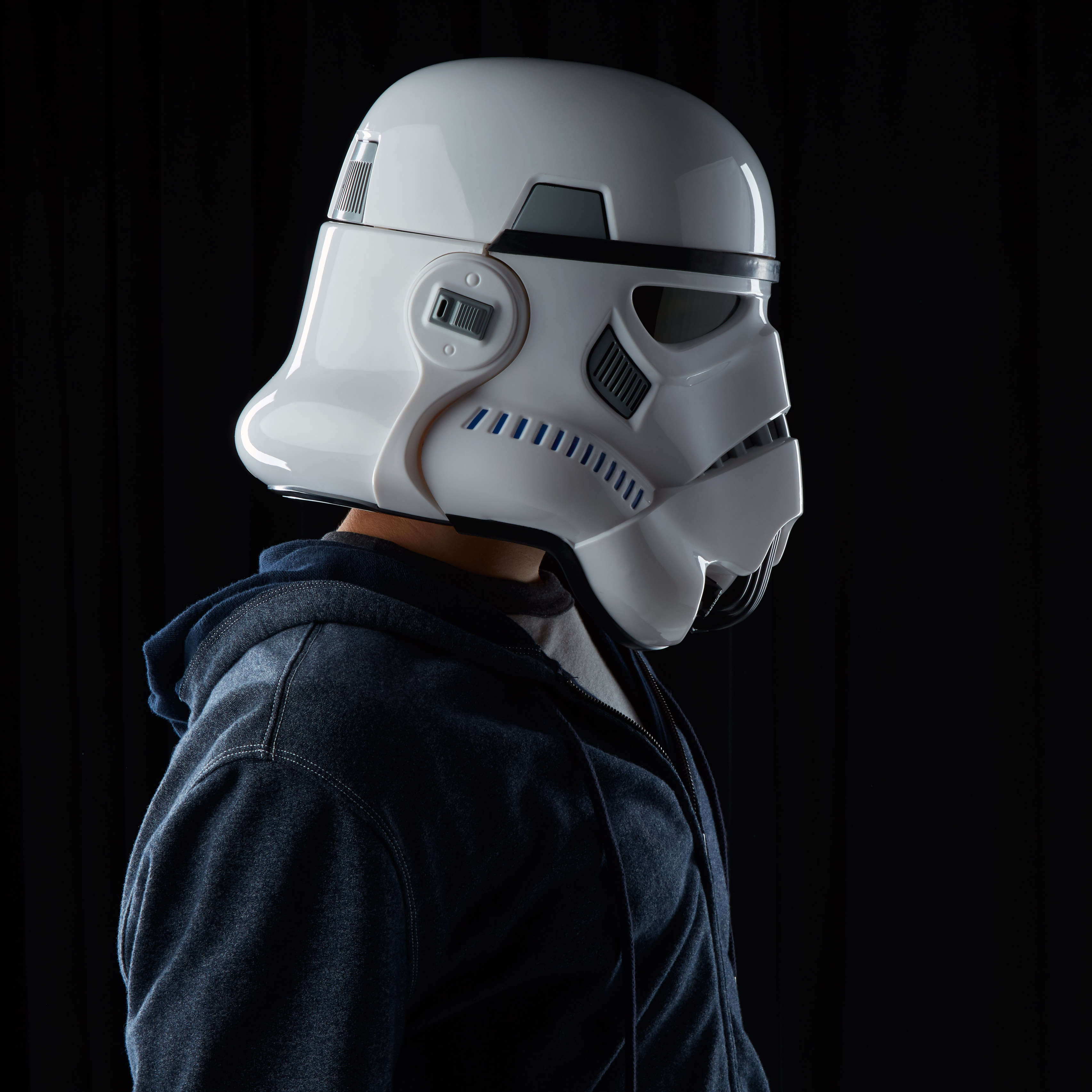 201609_STAR-WARS-THE-BLACK-SERIES-IMPERIAL-STORMTROOPER-ELECTRONIC-VOICE-CHANGER-HELMET---2