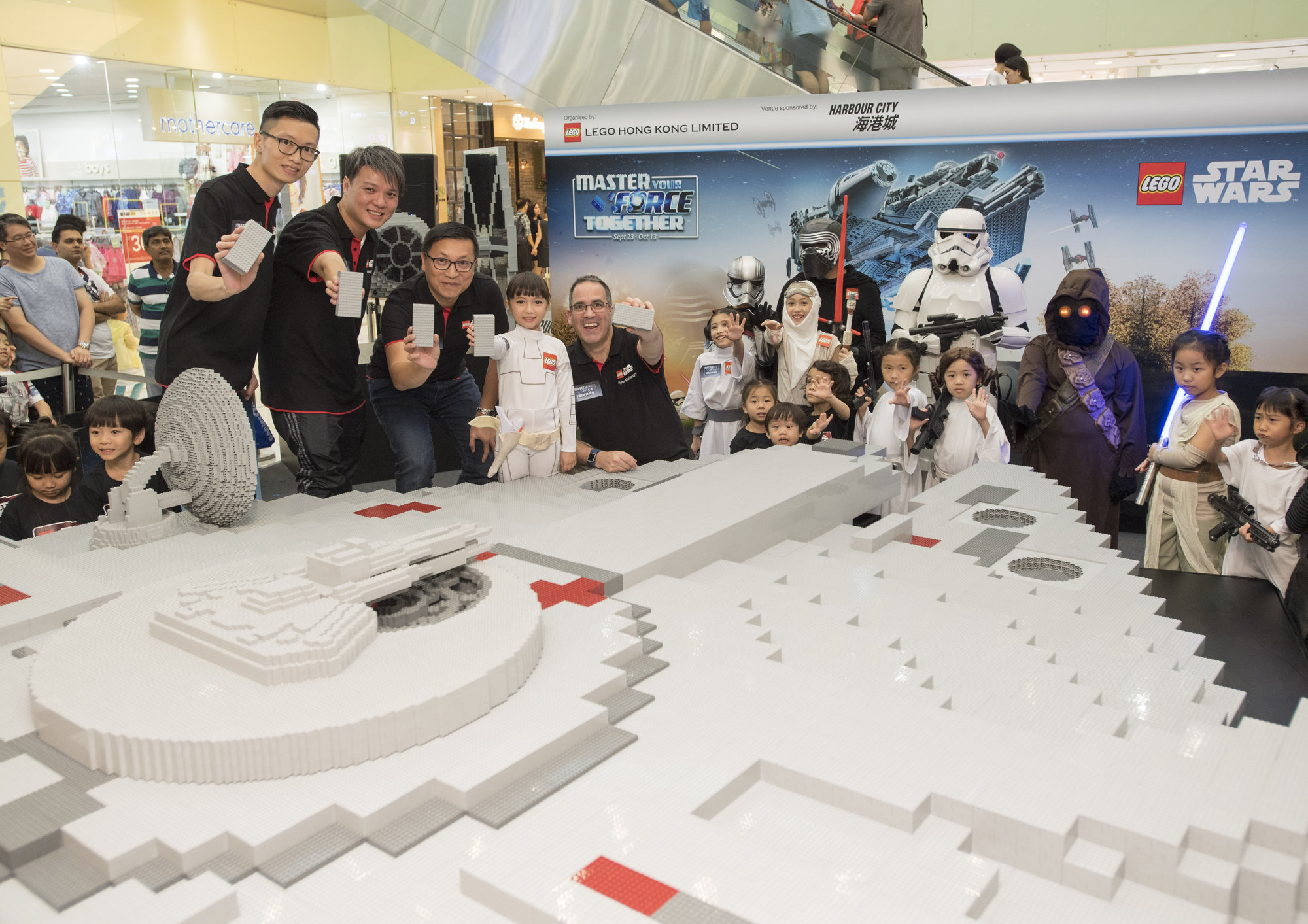 lego-star-wars_master-your-force-together_build-millennium-falcon_toppin-1