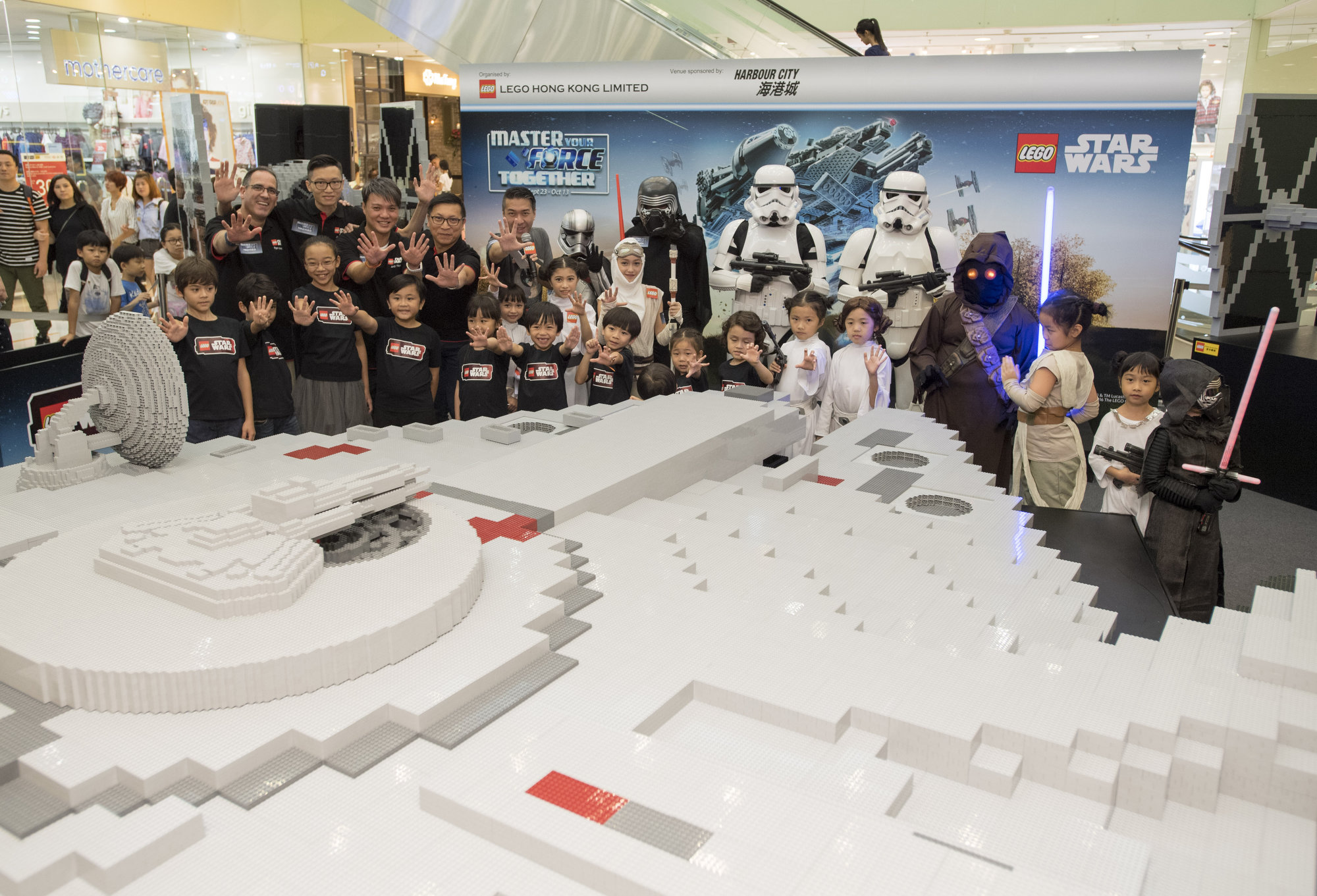 lego-star-wars_master-your-force-together_build-millennium-falcon_toppin