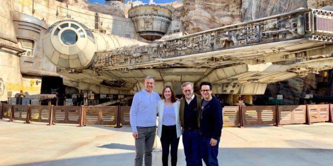 (中文(繁體)) Steven Spielberg 及 J.J. Abrams 率先參觀美國星戰主題樂園 Star Wars Galaxy's Edge