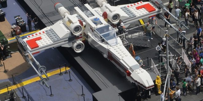 LEGO 以 150 万块积木打造 1:1《Star Wars》X-Wing 战斗机